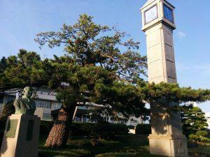 市役所前に早川元自治相の胸像があっても片山哲を顕彰するものはない