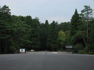 武蔵陵墓地入り口